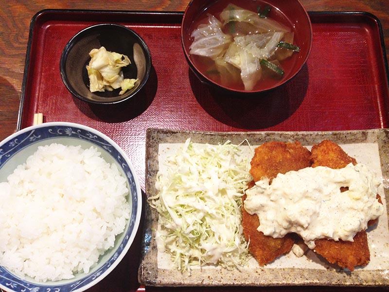 もつ壱 豚ヒレカツ定食(タルタルソース)