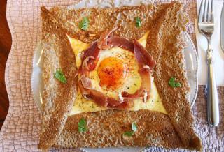 Maison du Ruban ガレット(イベリコ豚の生ハム&エッグ&チーズ)